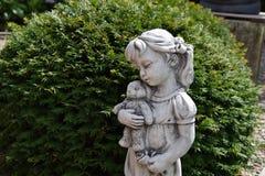 Skulptur av lite flickan Royaltyfria Bilder
