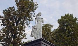 Skulptur av Neringa - ett av tecken av de baltiska legenderna Arkivbilder