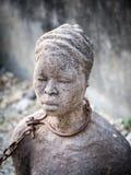 Skulptur av slavar i stenstaden, Zanzibar Arkivbilder