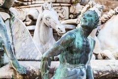 Skulptur av springbrunnen av det neptune slutet upp Royaltyfria Bilder