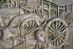 skulptur av thai stil på väggen är den handgjorda modellen royaltyfria foton