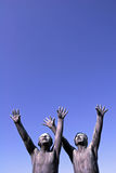 Skulptur av två pojkar i Vigeland parkerar, Norge Fotografering för Bildbyråer