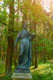 Skulptur av uran - musa av astronomi, i hennes händer - enradie, som användes av atrologs för att indikera stjärnor Royaltyfri Bild