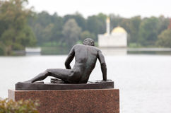 Skulptur in Catherine Park. Tsarskoye Selo (Pushkin) Lizenzfreies Stockfoto