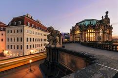 Skulptur in der alten Stadt von Dresden mit der Tram schleppt im ev Stockbild