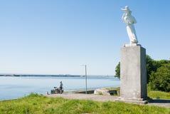 Skulptur der Frau mit dem Kind, Baltysk Lizenzfreies Stockfoto