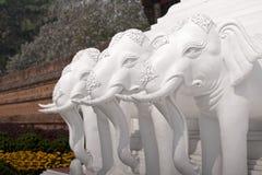 Skulptur der weißen Elefanten des Baums Lizenzfreies Stockfoto