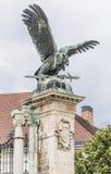 Skulptur des Adlers mit einer Klinge Stockfoto