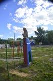 Skulptur des Affen auf dem Spielplatz Stockfotografie