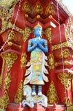 Skulptur des blauen Engels auf der Fassade von Wat Ming Mueang bei Chiang Rai, Thailand Lizenzfreie Stockbilder