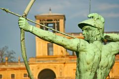 Skulptur des Bogenschützen in Potsdam, nahe Berlin stockfotos