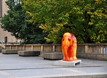 Skulptur des Elefanten im Feuer entwarf durch Ursula Bauer von der Ausstellung Elefant-Parade in Luxemburg Lizenzfreie Stockbilder