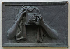 Skulptur des Fotografen auf der Wand in Tscheljabinsk, Russland Stockbild