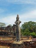 Skulptur des hindischen Gottes an archäologischer Fundstätte Anuradhapura Lizenzfreie Stockfotografie