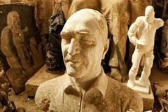 Skulptur des Kopfes des Unbekannten in der Bildhauer ` s Werkstatt Bild in der Farbe stockfotos