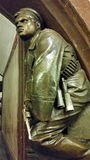 Skulptur des revolutionären Seemanns mit einem Revolver an der Station Lizenzfreie Stockbilder