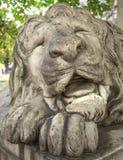 Skulptur des Schlafenlöwes Stockbild