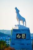 Skulptur des weißen Wolfs Stockfoto