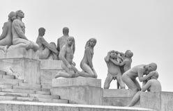 Skulptur durch Gustav Vigeland im Park genannt nach ihm in Oslo Norwegen lizenzfreies stockbild