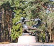 Skulptur - Egle - drottningen av ormar arkivfoton