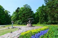 Skulptur Egle - drottningen av ormar i botaniskt parkerar, Palanga, Litauen Royaltyfri Bild