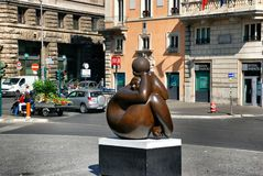 Skulptur einer Frau auf dem Marktplatz Barberini Stockfoto