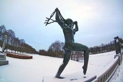 Skulptur einer Frau mit dem langen Haar im Vigeland-Skulpturenpark in Oslo, Norwegen stockfoto
