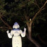 Skulptur einer hindischen Gottheit mit vier Armen und einigen Gesichtern stockfotografie