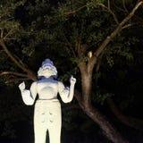 Skulptur einer hindischen Gottheit mit vier Armen und einigen Gesichtern lizenzfreie stockfotografie