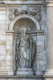 Skulptur in einer Nische neobarochnogo Brunnen Allegorie des Danu Lizenzfreie Stockbilder