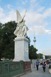 Skulptur an einer Schloss-Brücke in Berlin Lizenzfreie Stockbilder