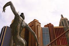 Skulptur einer Tanzenfrau Stockbilder