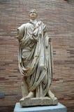 Skulptur eines gekleideten römischen Bürgers an der römischen hauptsächlichhalle, Roman Museum, Museo Nacional De Arte Romano Mer stockfotografie