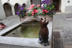 Skulptur eines Katzenbrunnens. Stockfoto
