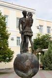 Skulptur eingeweiht Liebhabern Es ist auf die Seeseite des Schwarzen Meers in Gelendzhik installiert stockbild