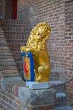 Skulptur: en lejoninnehavsköld med vapenskölden Fotografering för Bildbyråer
