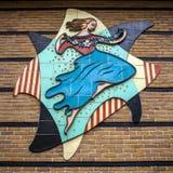Skulptur för dansflicka på väggen arkivfoton