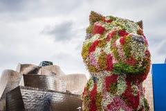 Skulptur för Guggenheim museum och valp Royaltyfri Foto