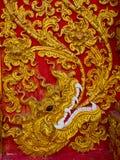Skulptur för låg lättnad i buddistiska tempel Thailand Royaltyfria Bilder