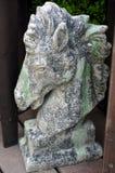 Skulptur för stenhästhuvud arkivbilder