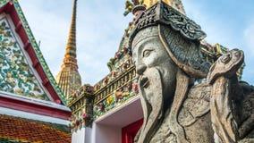 Skulptur för stenThailändsk-kines stil och thai konstarkitektur i den Wat Phra Chetupon Vimolmangklararm Wat Pho templet Royaltyfri Fotografi
