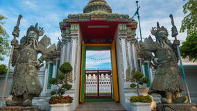 Skulptur för stenThailändsk-kines stil och thai konstarkitektur i den Wat Phra Chetupon Vimolmangklararm Wat Pho templet Royaltyfria Bilder