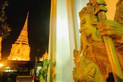 Skulptur för stenThailändsk-kines stil och thai pagodkonstarkitektur Arkivbild