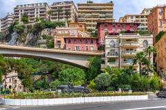 Skulptur för tävlings- bil i mitten av Monte - carlo Fotografering för Bildbyråer