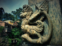 Skulptur Garuda nahe Tempel Pashupatinath in Kathmandu stockfotos