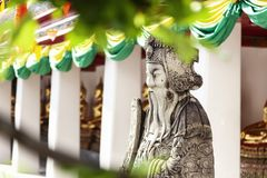 Skulptur i en buddistisk tempel i Bangkok Thailand, kultur och historia av South East Asia royaltyfria foton