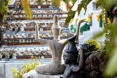 Skulptur i en buddistisk tempel i Bangkok Thailand, kultur och historia av South East Asia arkivbild