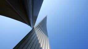 Skulptur i en industriell zon Royaltyfria Foton