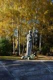 Skulptur i kyrkogården arkivbild