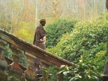 Skulptur i vegetation Royaltyfri Bild